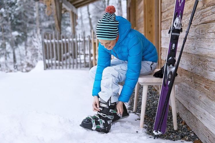 Best Women Ski Boots In 2019 | Best For Skiing Time!