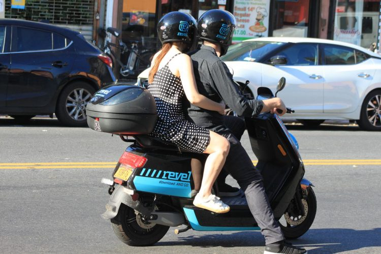 What are the safety tips for beginners when driving moped Scooter Riding?