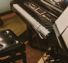 How To Choose A Piano With Weighted Keys